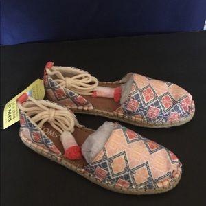 11ef0741079 Toms Shoes - NWT TOMS Geo Women s Katalina Espadrilles